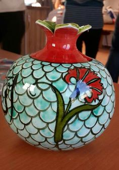 Cini nar ÇİNİ AYNA #çini, #çiniayna #tiles #turkey #handmade #çinipano #dikili #elyapımı #tasarım #çinidükkanı Ceramic Pottery, Ceramic Art, Grenade, Art Decor, Home Decor, Glaze, Decoupage, Pomegranates, Ceramics