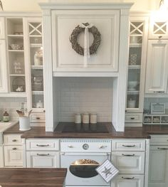 Maalaisromanttista tunnelmaa keittiössä