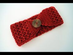 Crochet Headband Buttoned Up Headband. Free Pattern and video tutorial from B. - Keep your ears toasty warm this fall and winter with this free crochet headband pattern and video tutorial from B. Easy Crochet Headbands, Crochet Headband Pattern, Knitted Headband, Crochet Beanie, Crochet Baby, Free Crochet, Quick Crochet, Baby Headbands, Crocheted Hats