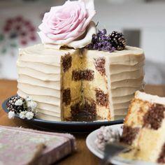 Schachbretttorte von Bianca- das große Backen  Foto: Claudia Plattner / Träumerherz Fotografie Cake & Co, Cupcakes, Vanilla Cake, Desserts, Food, Cake Ideas, Dessert Ideas, Italian Buttercream, Chess
