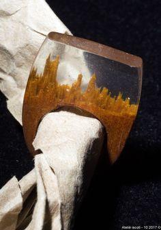 Anel em madeira e resina by iscoti Ateliê