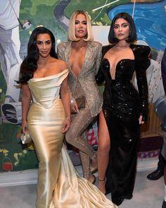 Kylie, Kim and Khloé❤ Khloe Kardashian Dress, Estilo Kardashian, Kardashian Family, Kardashian Photos, Kardashian Style, Kardashian Jenner, Kardashian Christmas, Kylie Jenner, Divas