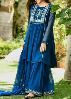 Beautiful Pakistani Dresses, Pakistani Dresses Casual, Pakistani Dress Design, Fancy Dress Design, Stylish Dress Designs, Frock Design, Pakistani Fashion Party Wear, Indian Fashion Dresses, Dress Indian Style