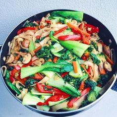 Veganॐ — rawganicwithtahlia: STIR FRIES ARE JUST SO...