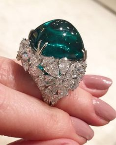 Now that's one big rock! Stunning emerald ring by @graffdiamonds via @jillnewman . #graffdiamonds #emerald #diamond #ring #emeralds #tierraemeralds