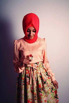 http://www.bakimlikadin.net/2013/05/25/tesettur-abiye-elbise-modelleri/