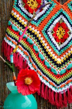 crochet poncho inspiration By Bo-M: Poncho Poncho Au Crochet, Crochet Coat, Love Crochet, Crochet Granny, Crochet Yarn, Crochet Clothes, Crochet Stitches, Modern Crochet, Vintage Crochet