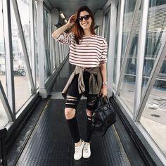 """""""My kind of airport look! ✌️ #aerolook de hoje do jeito que eu gosto: bem confortável! Adoro esse jeans rasgado da @hm! A blusa comprei em uma loja de rua…"""""""