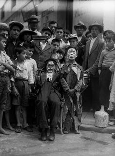 Payasos, 1928  Archivo fotográfico Casasola