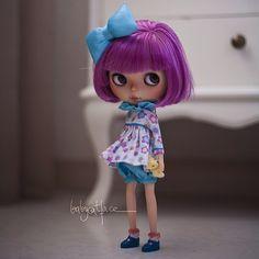 """""""I'm just a little girl in this giant world"""" -------------------------------------------------- """"Tan sólo soy una pequeña niña en este mundo gigante""""  #babycatfacedollies #babycatface"""