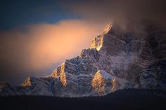 Today I went skiing at Stanley Glacier in Kootenay and I nearly froze my face off... But before that I got to see some prime morning light on the cliffs of Storm Mountain. #stormmountain #mybanff #explorealberta #canadianrockies #rockies #mountaincultureelevated #mountainpeopleunite #sunrise #cliff #banff #alberta #canadiancreatives #sharecg #beyondtheboots #castlejunction by darrenu1011