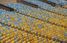 Quatro dos estádios construídos para a Copa do Mundo somam 5,4 MW de produção de energia elétrica proveniente de células fotovoltaicas. Além da captação de energia solar, as estruturas atendem a requisitos de sustentabilidade ambiental como captação da água da chuva, ventilação natural e gestão de resíduos sólidos. Confira no Archdaily. Imagem: Erica Ramalho