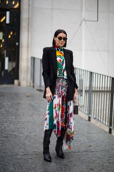 Black-and-White Looks Were a Street Style Favorite on Day 7 of Paris Fashion Week - Fashionista Street Style Trends, Autumn Street Style, Street Style Looks, Casual Street Style, Casual Chic, Street Styles, Moda Paris, Paris Fashion Week, Women's Fashion