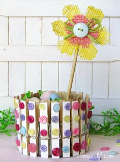 DIY Clothespins and Buttons Holder made out of a tuna fish can. Such an easy…