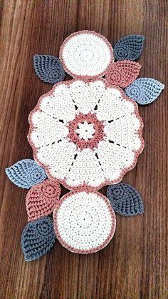 48 Trendy Crochet Table Runner Christmas Doily Patterns Knitting For BeginnersKnitting HatCrochet ProjectsCrochet Stitches Crochet Table Topper, Crochet Table Runner Pattern, Crochet Doily Patterns, Crochet Tablecloth, Crochet Motif, Crochet Designs, Crochet Flowers, Crochet Stitch, Crochet Carpet
