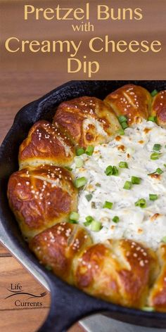 Skillet Pull-Apart Pretzel Buns with Creamy Cheese Dip christmas fingerfood Finger Food Appetizers, Appetizer Dips, Yummy Appetizers, Appetizers For Party, Appetizer Recipes, Dinner Recipes, Dip Recipes, Heavy Appetizers, Party Desserts