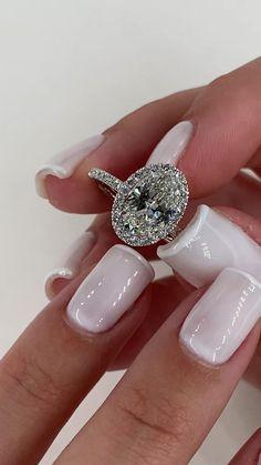 Dream Engagement Rings, Classic Engagement Rings, Engagement Ring Styles, Beautiful Wedding Rings, Dream Wedding, Dress Rings, Love Ring, Ring Verlobung, Halo Diamond