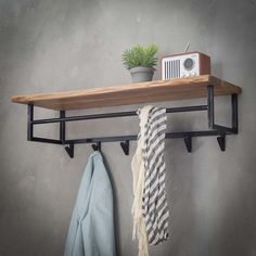 Give Your Rooms Some Spark With These Easy Vintage Industrial Furniture and Design Tips Do you love vintage industrial design and wish that you could turn your home-decorating visions into gorgeous reality? Industrial Design Furniture, Loft Furniture, Furniture Ads, Industrial Interiors, Metal Furniture, Furniture Projects, Furniture Design, Furniture Removal, Furniture Cleaning