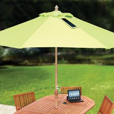 The cool new USB-Charging Solar Market Umbrella not only shields you from the sun's rays, it also takes advantage of them by converting them into power for charging up mobile devices.