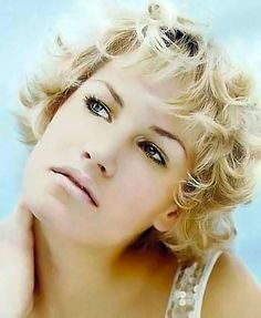 Short curly/wavy hairstyles pictures. Curly and wavy haircuts section 13. Picture 128.