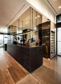 JAM-Küche dunkel-Holz Boden-Parkett hochwertige Einrichtung-Penthouse