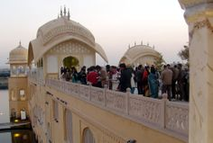 The Jal Mahal palace is considered an architectural beauty built in the Rajput and Mughalstyles of architecture in the middle of the Man Sagar Lake.