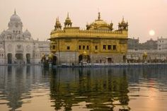 10 Top Destinations that Capture India's Diverse Charm: Temples: Golden Temple