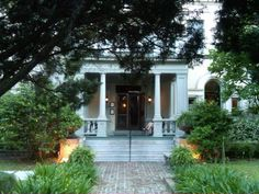Elizabeth On 37th - Savannah, GA, United States. garden in front of the old mansion
