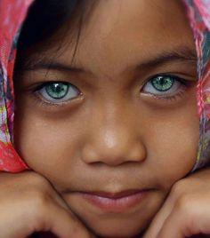 Beautiful eyes hispanic girl!