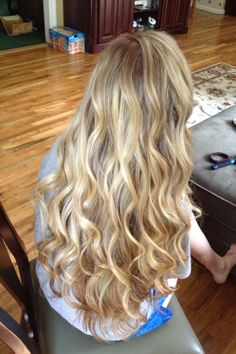 Hair prom blonde curls ideas for 2019 Loose Curled Hair, Long Blonde Curls, Curled Prom Hair, Prom Hair Down, Curls For Long Hair, Prom Hair Updo, Long Curly Hair, Blonde Prom Hair, Wavy Hair