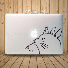 [MacBookAir デコシール] このトトロは可愛いね。これでも良いけど安定感というか置きに行ってる気がして…ちょっとなぁ。