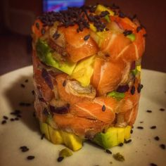Tàrtar de salmó i alvocat fet a casa #petitsplaers  #fetacasa #salmonfishing #avocado #food #foodporn #foodlover #yummy #dinner #foodie #fish #japanesefood