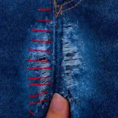 Cool sewing hacks you absolutely need to know! These sewing ideas and life hacks is likely to make your life easier. A number of them are so extremely easy you just won't believe you haven't thought of yourself! Sewing Hacks, Sewing Tutorials, Sewing Crafts, Sewing Tips, Sewing Ideas, Sewing Art, Sewing Stitches, Sewing Patterns, Afghan Patterns