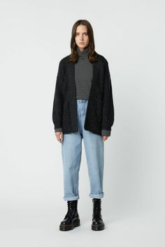OAK + FORT provides accessible luxury for women and men who seek every day essentials reimagined with a modern minimalist approach. Shop the latest collections in clothing, accessories, and homeware online. Fashion Themes, Diy Fashion, 80s Outfit, Androgynous Fashion, Best Jeans, T Shirt And Jeans, Comfortable Fashion, Look Cool, Aesthetic Clothes