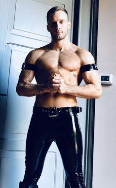 Latex Men, Leather Pants, Men's Leather, Thighs, Handsome, Boys, Swimwear, Gay Men, Black