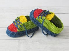 Crochet pattern, athletic sneakers for babies - Schuhe häkeln - Shoes Crochet Baby Boots, Crochet Sandals, Booties Crochet, Knit Crochet, Crochet Shoes, Baby Sneakers, Baby Hoodie, Shoe Recipe, Baby Boy Shoes