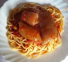 Nun te magnà tutte!: Spaghetti al sugo con cotiche di maiale