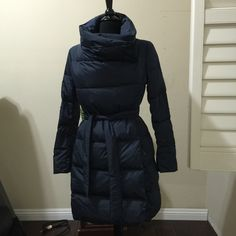 MaxMara weekend urban down puffer coat jacket US6 100% authentic. MaxMara Weekend Urban puffer jacket. Brand new. Super amazing. 80% down 20% feather. Size US6/IT40 MaxMara Jackets & Coats Puffers