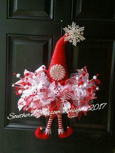 Santa Wreath, Witch Wreath, Christmas Mesh Wreaths, Christmas Hat, Christmas Ornaments, Elf Decorations, Christmas Door Decorations, Wreath Ideas, Diy Wreath