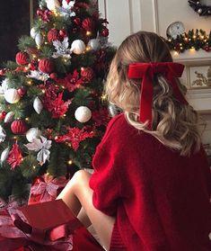 Christmas Feeling, Christmas Couple, Noel Christmas, Christmas Pictures, Winter Christmas, Christmas Wreaths, Christmas Decorations, Winter Holidays, Xmas Pics