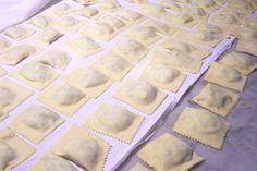 ravioli di carne #ricettedisardegna #recipe #sardinia #pasta Tortellini, Sardinia, Gnocchi, Italian Recipes, Pasta, Homemade, Baking, Food, Entertainment