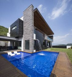 Área de jardin/alberca: Casas de estilo Moderno por URBN