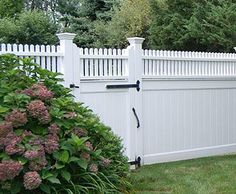 Hollow Vinyl Universal Fence & Gate with Highland Topper from Walpole Outdoors. Browse our large selection of wood, solid cellular PVC and vinyl driveway, estate and walkway gates. Fence Art, Diy Fence, Fence Landscaping, Backyard Fences, Garden Fencing, Fence Ideas, Horse Fence, Pool Fence, Brick Fence