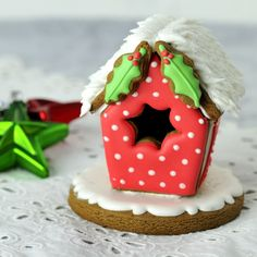 Haniela's: Gingerbread Bird House Tutorial
