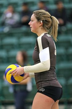 Female Volleyball Players, Women Volleyball, Volleyball Setter, Volleyball Spandex Shorts, Volleyball Pictures, Cheer Pictures, Beautiful Athletes, Gymnastics Girls, Sporty Girls
