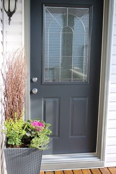 Beautiful Front Door Paint Colors - Benjamin Moore Wrought Iron 2121-10 - Satori Design for Living #frontdoor #frontporchideas