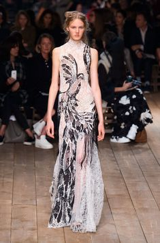 The Most Beautiful Runway Moments From Paris Fashion Week Spring 2016 | Alexander McQueen