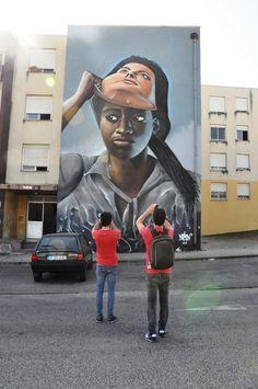 Beneath The Skin - Bajo La Piel - Street Art, Arte Urbana, Graffiti, O Bairro i… Street Wall Art, Urban Street Art, Murals Street Art, Mural Art, Graffiti Art, Street Art Graffiti, Banksy Art, Instalation Art, Sidewalk Art
