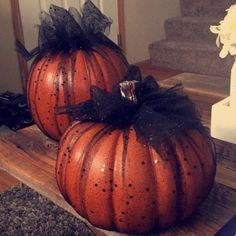 25 Interesting Halloween Home Decor Ideas. If you are looking for Halloween Home Decor Ideas, You come to the right place. Below are the Halloween Home Decor Ideas. This post about Halloween Home Dec. Halloween Home Decor, Outdoor Halloween, Diy Halloween Decorations, Halloween House, Holidays Halloween, Halloween Pumpkins, Halloween Crafts, Faux Pumpkins, Rustic Halloween