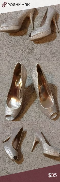 Glittery gold Steve Madden pumps Beautiful flashy pair of heels. Great condition, 4th pic shows a little scuffs. The name of heels are p-kelle. Man made upper, synthetic sole. Size 9.5. Heel is 4 inches. Super cute peep toe shoes just in time for holidays!! Steve Madden Shoes Heels